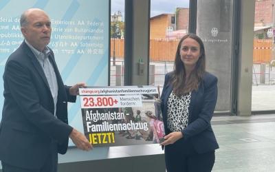 """Übergabe Unterschriftenliste Petition """"Afghanistan – Familiennachzug jetzt"""""""